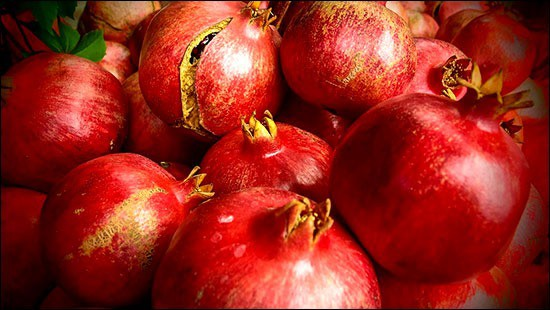 Pomegrante: best foods for skin hydration