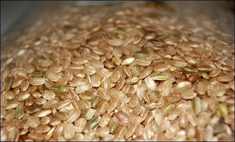 Dried brown rice.