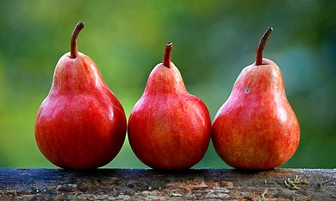 3 red pears.
